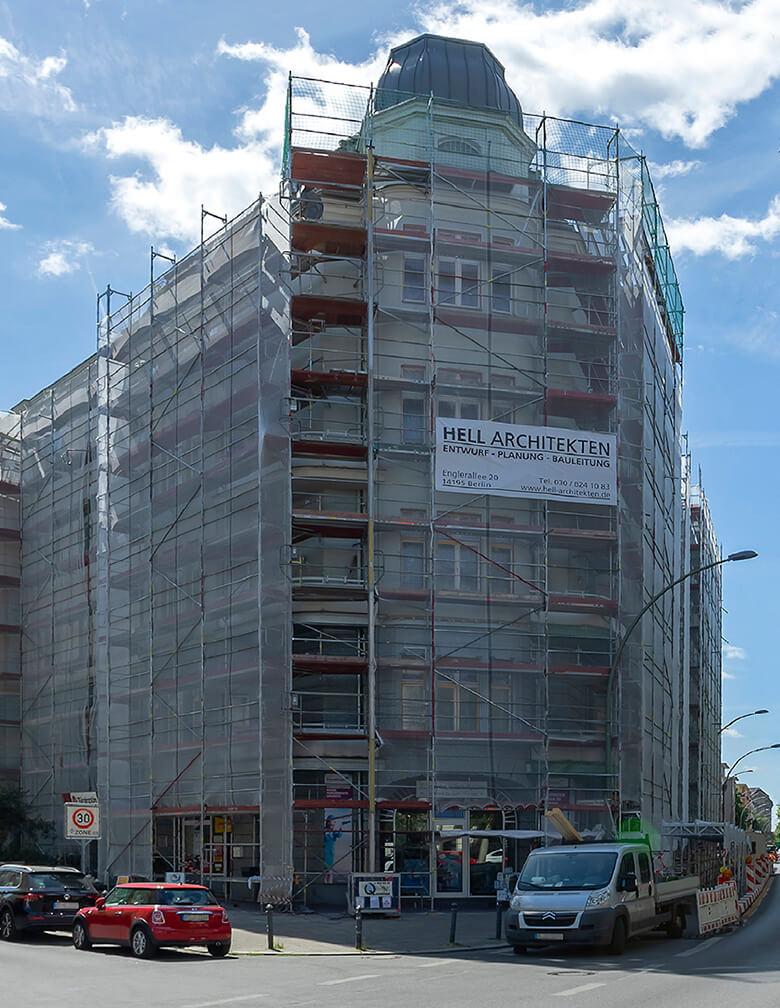 Gebäudekomplex Martin-Luther-Straße während der Fassadenerneuerung