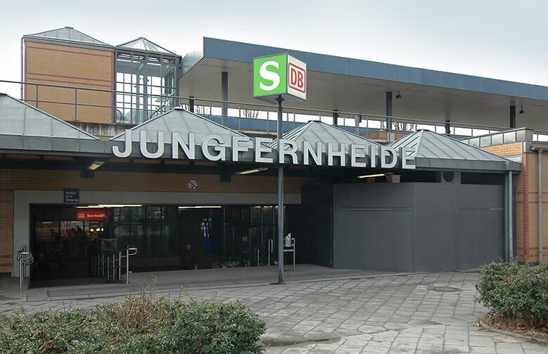 Außenaufnahme des Bahnhofs Jungfernheide Berlin