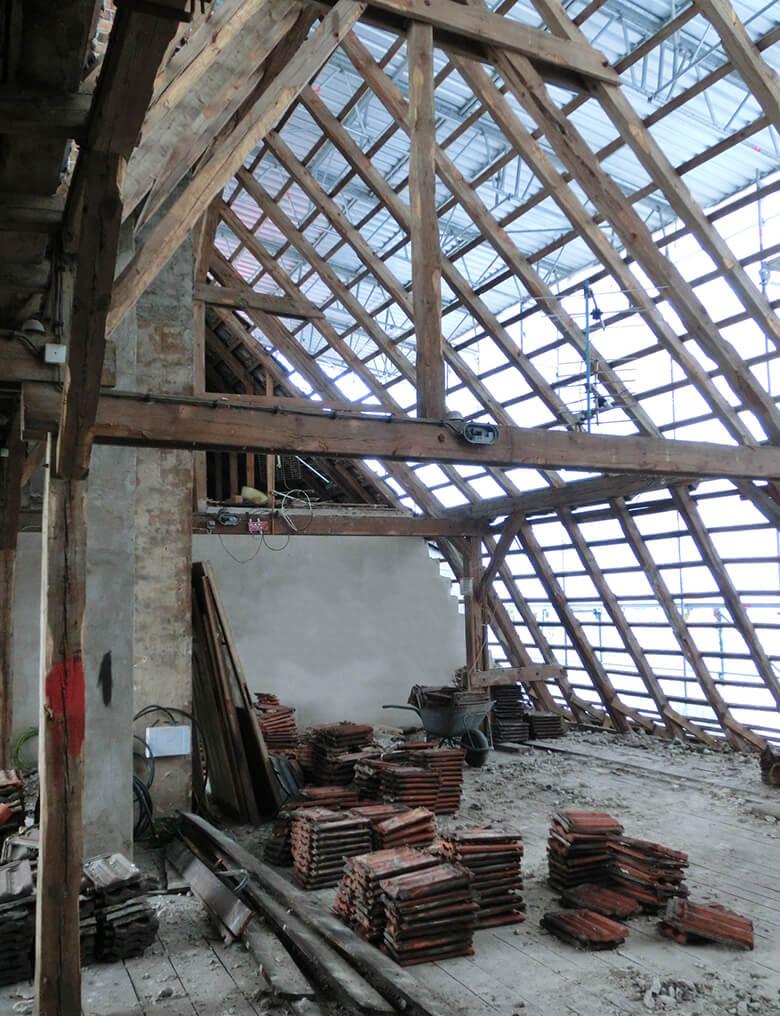 Abbruch des Daches auf dem Vorderhaus Berlin Pankow