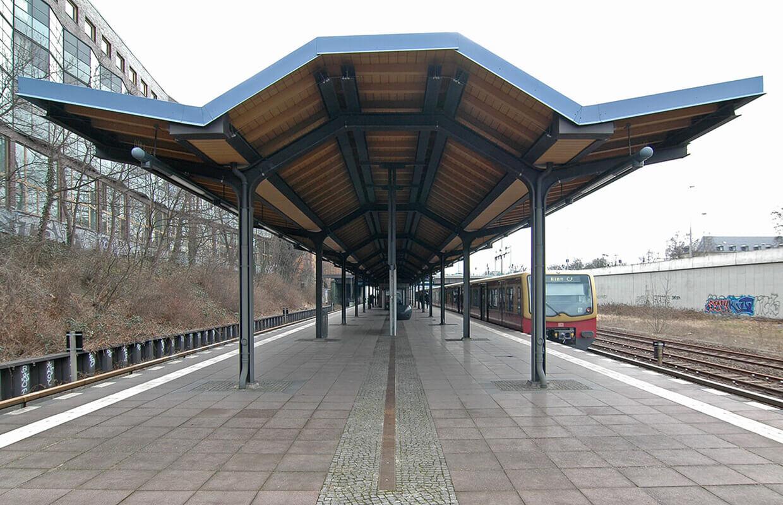 Überdachung des S-Bahnsteigs Hohenzollerndamm Berlin