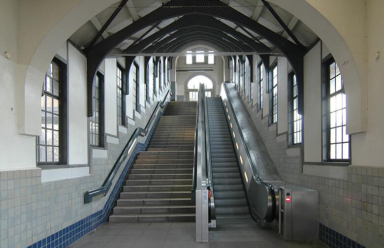 Innenaufnahme des S-Bahnhofs Hohenzollerndamm Berlin