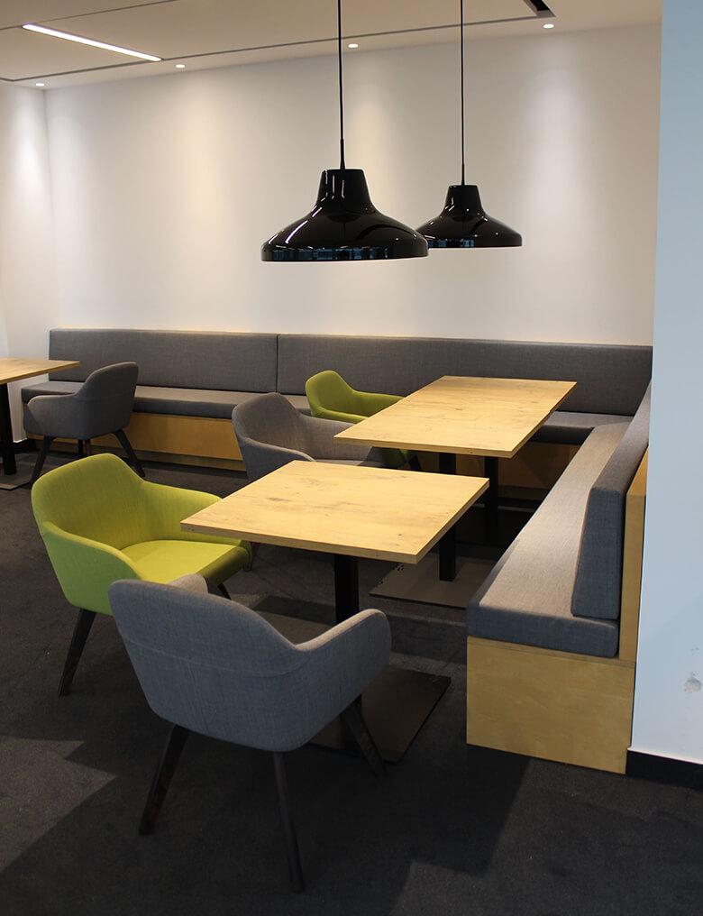 Essbereich der Promess-Mensa mit Loungemöbeln