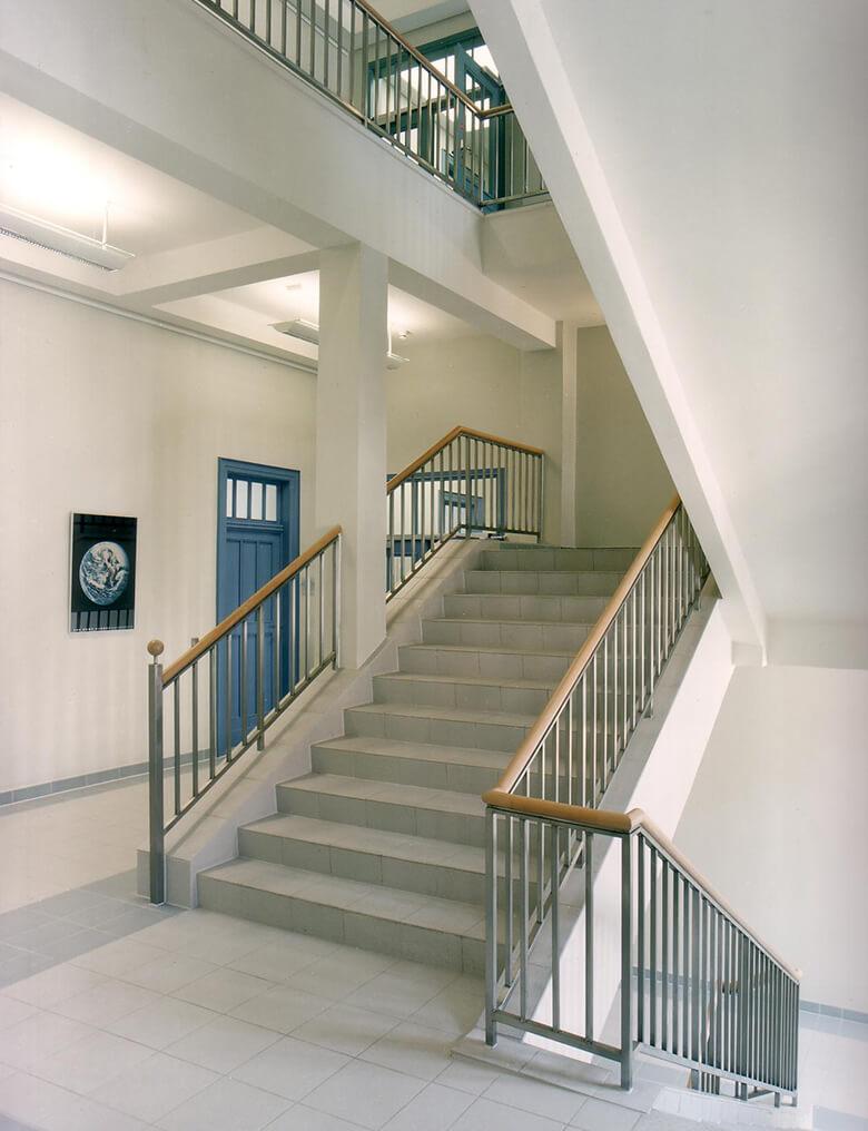 """Treppenhaus des Wissenschaftsministeriums im Gebäude der Stiftung """"Großes Waisenhaus zu Potsdam"""""""
