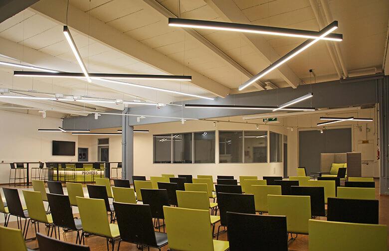 Flexibler Ausstellungsbereich für Präsentationen und Veranstaltungen