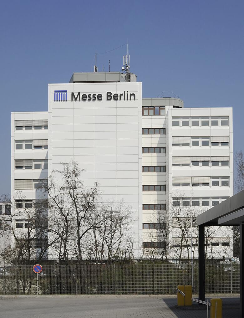 Pulverbeschichtete Fassade des Verwaltungsgebäudes der Messe Berlin